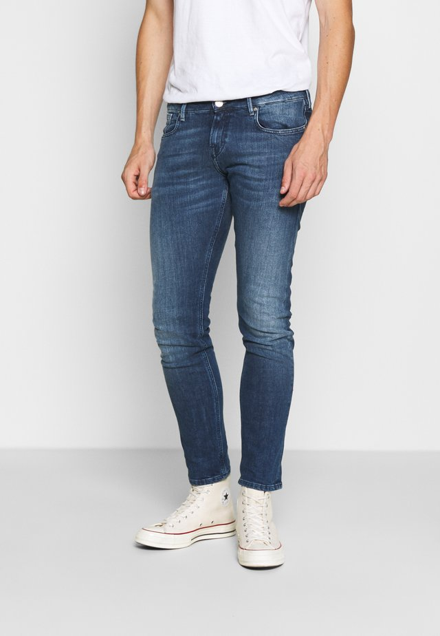 TYE DAILY ICON - Jeans a sigaretta - blue denim