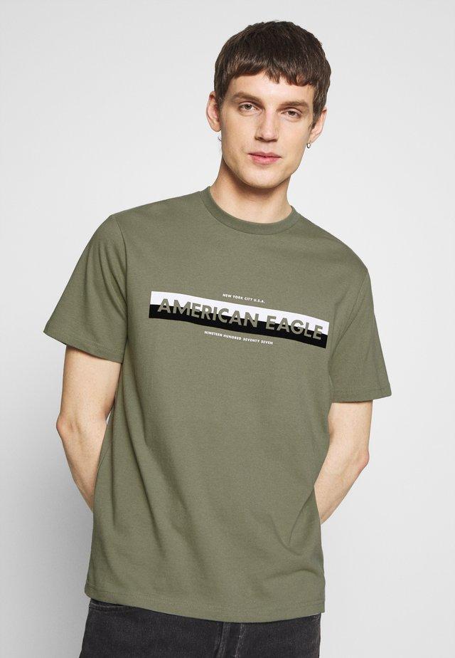 BOUND NECK TEE - T-shirt con stampa - olive
