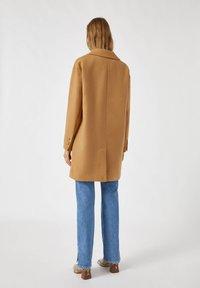 PULL&BEAR - Short coat - camel - 2