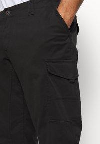 Jack & Jones - JJIPAUL JJFLAKE AKM - Cargo trousers - black - 5