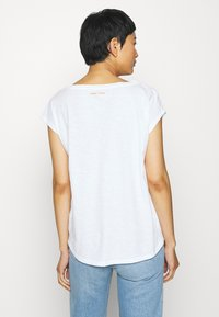 Marc O'Polo - SHORT SLEEVE ROUND NECK - Print T-shirt - off white - 2