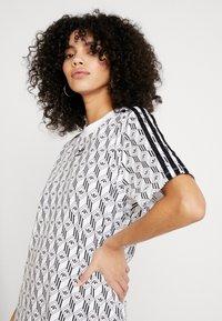 adidas Originals - GRAPHICS TREFOIL MONOGRAM TEE DRESS - Robe en jersey - white/black - 2
