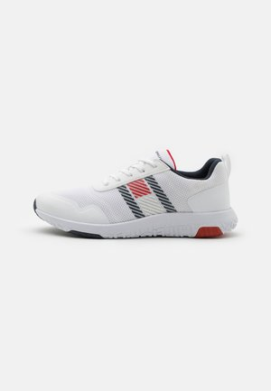LIGHTWEIGHT RUNNER FLAG MIX - Sneakers basse - white