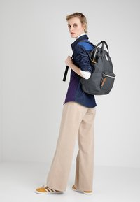 anello - TOTE BACKPACK COLOR BLOCK LARGE UNISEX - Rucksack - grey - 5