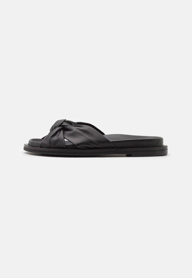 SIENNA - Pantofle - black