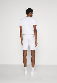INDICODE JEANS - KAISER CHINO EXCLUSIV - Shorts - offwhite - 2