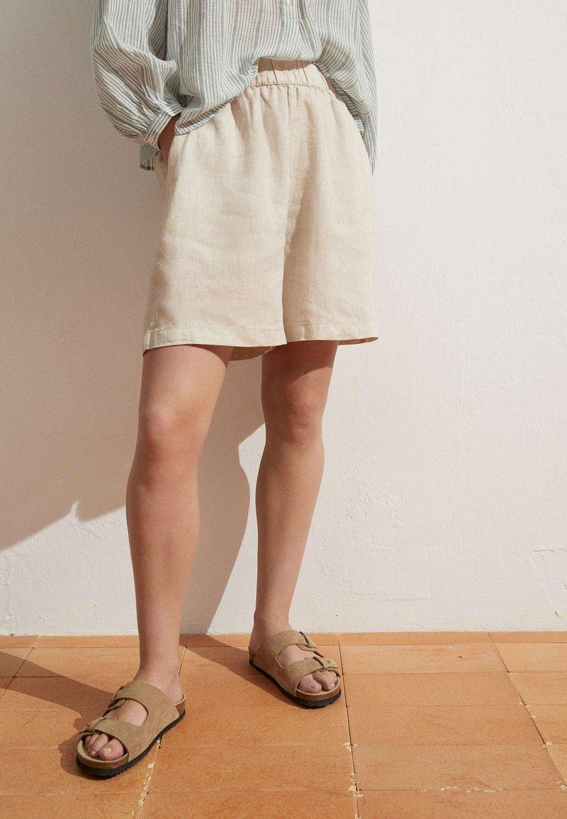 OYSHO - Short - beige