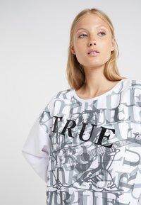 True Religion - PRINTED - Sweatshirt - white - 4