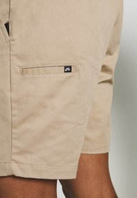 Nike SB - PULL ON UNISEX - Shorts - khaki