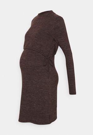 DRESS NURSING - Gebreide jurk - coffee