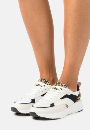 Trainers - white/brown/black