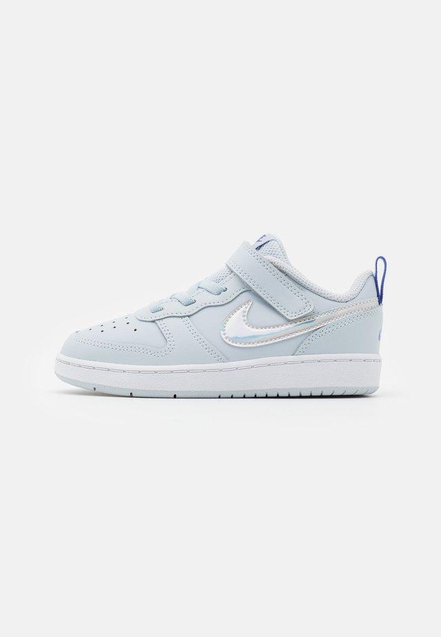 COURT BOROUGH 2 - Chaussures premiers pas - aura/white/sapphire