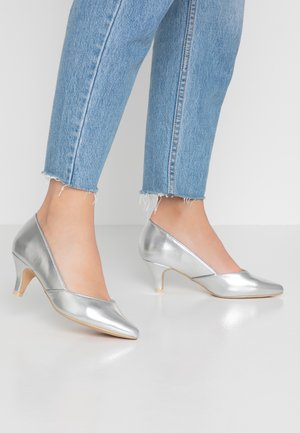 WIDE FIT KITTEN HEEL COURT - Classic heels - pewter