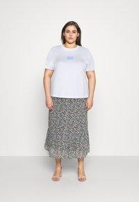 Calvin Klein Jeans Plus - SHINE BADGE TEE - Basic T-shirt - bright white - 1