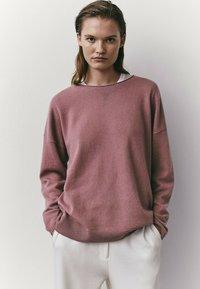 Massimo Dutti - MIT RUNDAUSSCHNITT  - Sweatshirt - neon pink - 1