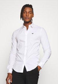 Emporio Armani - EXCLUSIVE CONTRAST LOGO - Overhemd - whiite - 0
