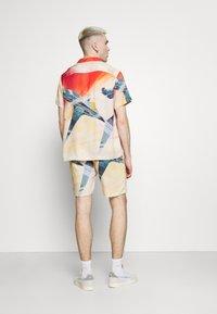 PRAY - STAR UNISEX - Shirt - multi-coloured - 2