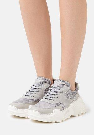 SPRINT  - Zapatillas - grey