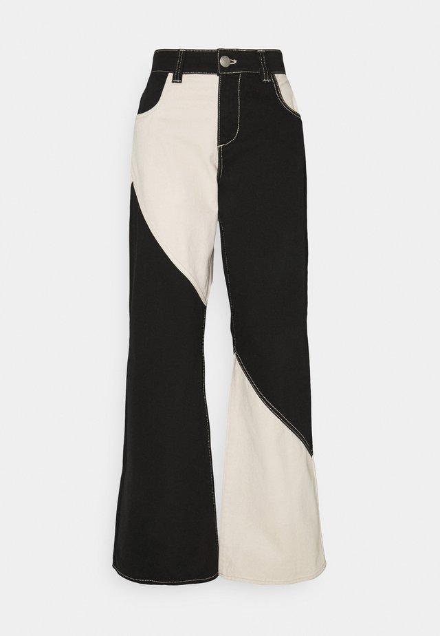 DELTA PANTS - Flared Jeans - black
