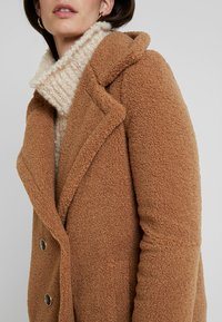 Derhy - GAGNANTE - Classic coat - camel - 5