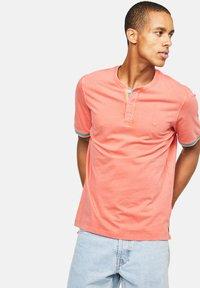 Colours & Sons - KAI - Polo shirt - rot - 0