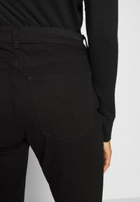 GAP - Bootcut jeans - true black - 6
