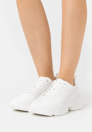 FLAG LOGO CHUNKY TRAINERS - Baskets basses - offwhite