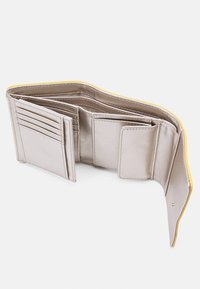 Guess - SANDRINE SMALL TRIFOLD - Wallet - yellow - 2