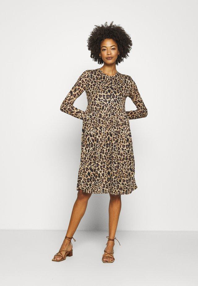 BANGA DRESS - Sukienka z dżerseju - sesame/black