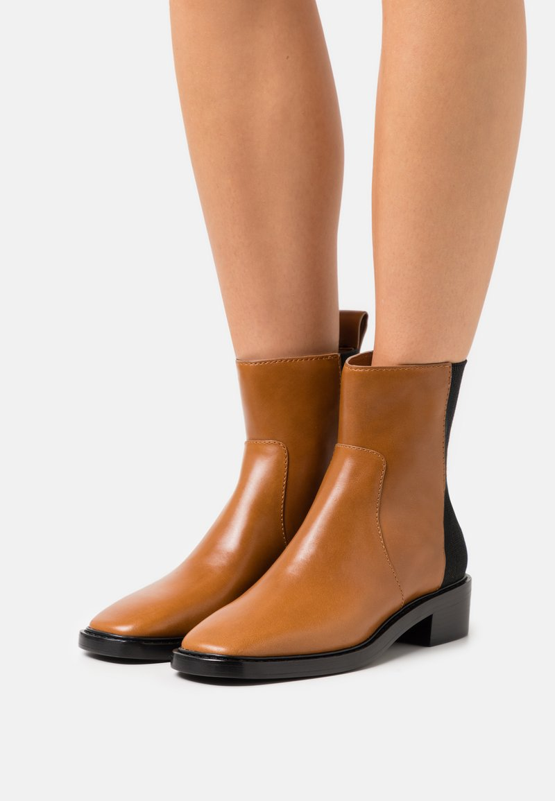 Tory Burch - CHELSEA BOOT - Classic ankle boots - bonnie brown/perfect black