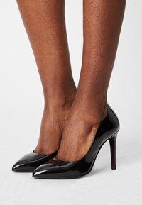 Tamaris Heart & Sole - Classic heels - black - 0