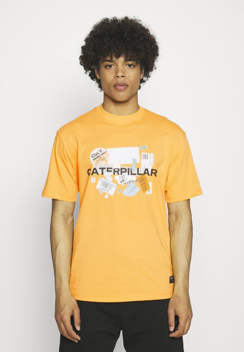 Caterpillar - POWER TEE - T-shirt med print - yellow