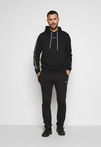 Champion - TAPE HOODED - Bluza z kapturem - black - 1