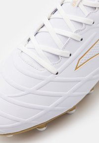 Joma - XPANDER - Botas de fútbol con tacos - white/gold - 5
