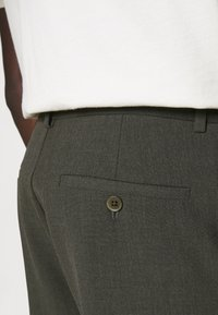Holzweiler - HAROLD TROUSER - Trousers - army - 5