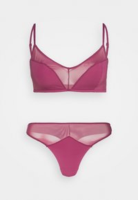 WE JUST CONTRAST BRALETTE AND HIGH CUT SET - String - raspberry orchid