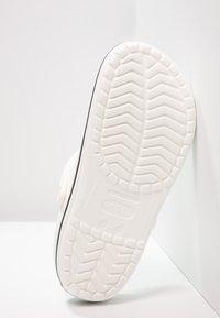 Crocs - CROCBAND UNISEX - Zuecos - white - 4