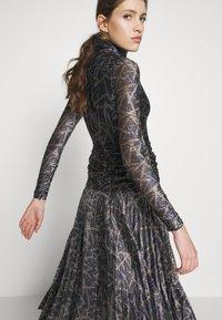 Victoria Victoria Beckham - PLEATED DRESS - Korte jurk - petrol blue/gold - 3