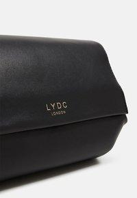LYDC London - Skulderveske - black - 3