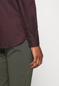Selected Homme - SLHSLIMNEW MARK SLIM FIT - Zakelijk overhemd - winetasting/black - 3