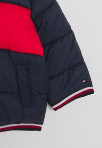 Tommy Hilfiger - BABY FLAG PUFFER JACKET - Winterjas - blue - 2