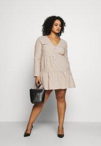 Missguided Plus - BUTTON THROUGH SMOCK DRESS - Robe d'été - nude - 1