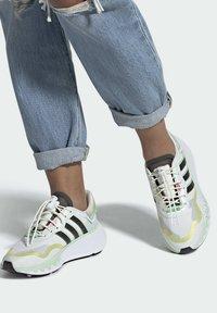 adidas Originals - CHOIGO  - Tenisky - ftwr white/core black/frozen green - 0