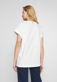 Rich & Royal - HELLO - Print T-shirt - neon yellow - 2