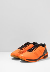 Kempa - ATTACK CONTENDER CAUTION  - Handball shoes - fresh orange/black - 2