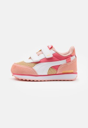 FUTURE RIDER FIREWORKS V - Trainers - sun kissed coral/white