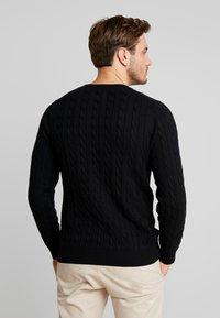 GANT - CABLE CREW - Stickad tröja - black - 2