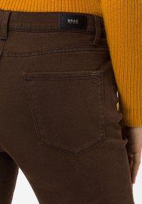 BRAX - STYLE CAROLA - Straight leg jeans - brown - 3