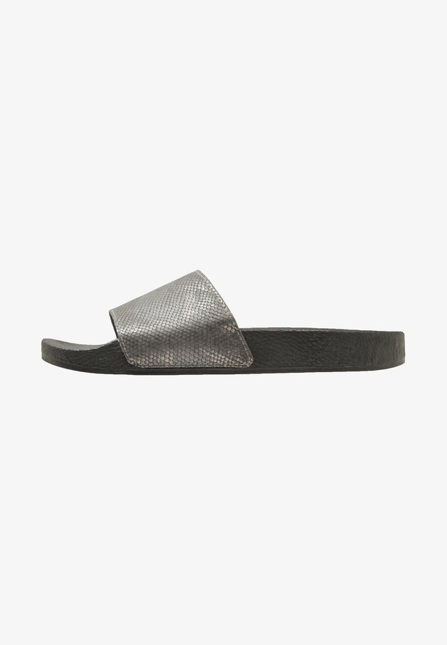 Mules - metallic grey