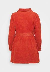 Glamorous Petite - LADIES DRESS - Košilové šaty - burnt orange - 6